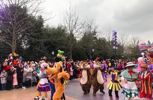 迪士尼:上海和香港迪士尼