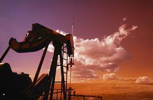 华宝油气净值腰斩仍收1.5亿管理费,总经理回应:你买美国的也亏
