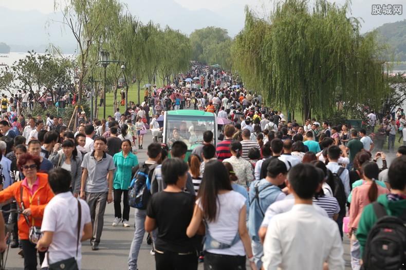 济南景区恢复开放 入园游客须全程佩戴口罩及实名登记