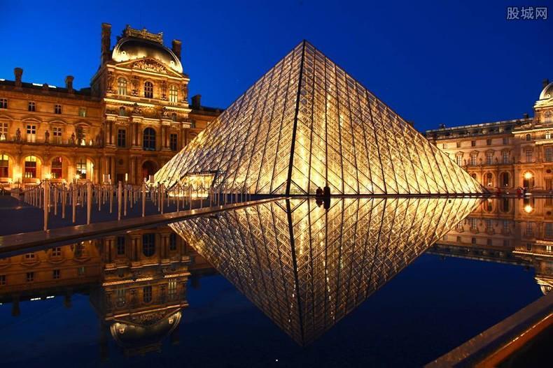 卢浮宫关闭 埃菲尔铁塔等13日晚开始关闭